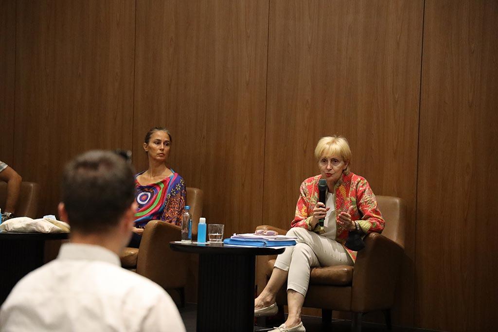 Лилјана Поповска, зборува на конференција